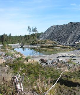 Sivukivikasoja kaivoksen Pohjoispuolella eristämättömällä maalla, kuva Maanystävien blogista